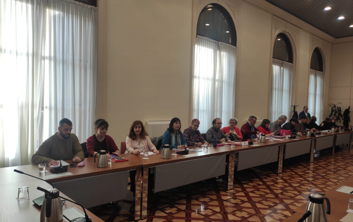 Reunión de la Comisión Paritaria, en primer término el equipo de negociación de CCOO en la AGE